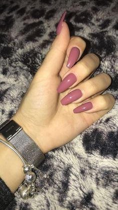"""If you're unfamiliar with nail trends and you hear the words """"coffin nails,"""" what comes to mind? It's not nails with coffins drawn on them. It's long nails with a square tip, and the look has. Cute Acrylic Nails, Acrylic Nail Designs, Cute Nails, Pretty Nails, Classy Nails, Simple Nails, Hair And Nails, My Nails, Trim Nails"""