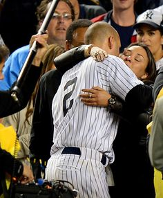 Derek Jeter hugging his mother (with his father next to him) after his last game in Yankee Stadium. Yankees Baby, Damn Yankees, New York Yankees Baseball, Baseball Mom, Baseball Players, Yankees Logo, Baseball Stuff, Baseball Season, Derek Jeter