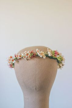 This wild and rustic Australian native crown is made from cream and red wax flowers and leaves and complimented with some re-purposed leather cord. Wear it with a cream lace dress and some lippy to achieve understated elegance, or for your next special occasion photo shoot. Last photo by Bellos Photography (www.facebook.com/BellosPhotography.com.au) The circumference of the canvas model head is 52cm. All flower crowns with looped ends are very versatile and can have ribbons or cords c... Rustic Wedding Flowers, Farm Wedding, Vintage Flowers, Diy Wedding, Wax Flowers, Flowers In Hair, Bride Flowers, Wedding Day Inspiration, Cut And Color