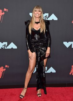 Heidi Klum in Black Sequin Minidress at the VMAs Just Proved She Ages in Reverse style carpet Mtv Video Music Award, Music Awards, Lenny Kravitz, Heidi Klum, Black Sequins, Taylor Swift, Marc Jacobs, Parents, Zara