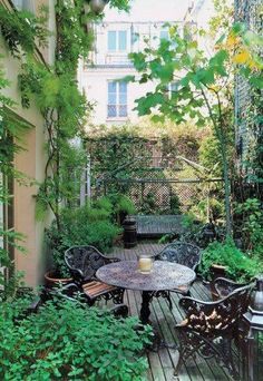 Dachgarten, Gestaltung, Pflanzen, Holzfliesen, Kletterpflanzen, Sichtschutz,
