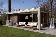 moderne lounge | Bogarden Padoek is een houtsoort die in Belgie veel meer wordt toegepast dan in Nederland. Complimenten voor de mooie moderne stijl. Padoek is in het begin mooi rood en veranderd langzaam naar grijs. Onder een overkapping gaat dit langzamer dan in zon en regen.