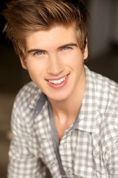 Joey Graceffa!! He looks great with his shirt off too!! I love jeoy graceffa so much in the whole wide world