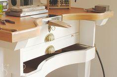 Nueva mesa de joyero en el taller / Handpainted jewelrybench