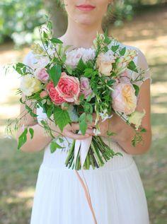 Wedding bouquet by Floraison wedding flower | wedding florist paris | French garden wedding | hair and make up by Mariage Venus Paris