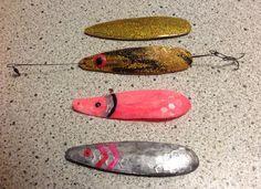 """Kristoffer som er lystfisker og ivrig grej bygger har på ingen tid lavet disse tre fiskeblink i Soft Shape. Han har selv tilsat guld og sølv farver for at gøre dem mere appetitlige.      """"De går fremragende i vandet , præcis som jeg havde forestillet mig de ville, nu skal vejret være til havet, så skal der også nok komme fisk ombord! """"  Så har vi bare til gode at se en fisk på krogen :-) Flot arbejde!"""