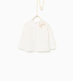 T-shirt brodé à nœud - Disponible en d'autres coloris