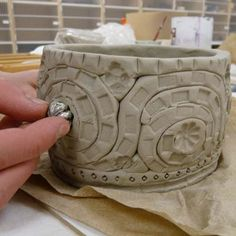 great tutorial - but using extruder for coils would definitely improve similarity of coils & cut time! Ceramics1. Coil pot. Hand Built Pottery, Slab Pottery, Ceramic Pottery, Pottery Art, Coiled Pottery, Ceramic Decor, Pottery Ideas, Ceramic Techniques, Pottery Techniques