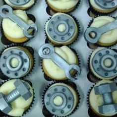 graduation party ideas for mechanical engineer | Engineers cupcakes