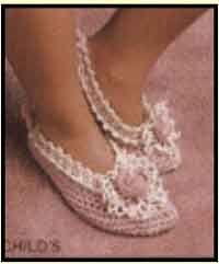 A crochet pattern for darling ballerina slippers. Easy Crochet Slippers, Crochet Slipper Pattern, Crochet Sandals, Crochet Wool, Crochet Shoes, Crochet Crafts, Crochet Clothes, Free Crochet, Crochet Patterns