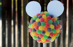 Os novos bichinhos de pelúcia da Disney estão invadindo os aniversários infantis. Confira ideias criativas de decoração para Festa Tsum Tsum.