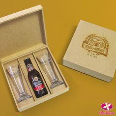 Lembrancinha para padrinhos de casamento. Kit com tulipa e cerveja personalizado. www.rosapittanga.com.br #kitcerveja #lembrancinhapadrinhos