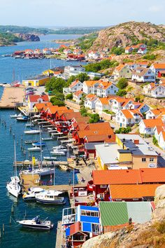 Discover the breathtaking beauty of the archipelago, learn about the fascinating history of FJALLBACKA, a little known seaside village on SWEDEN'S WEST COAST.