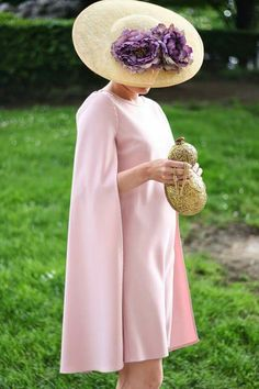 Vestido  capa y bombonera