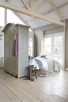 https://i.pinimg.com/236x/8b/64/a8/8b64a8ea5df5b8383eaec8263bd19db3--small-rooms-small-spaces.jpg