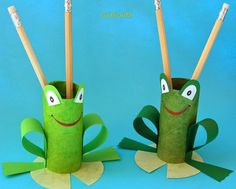 TP Roll Frog Pencil Holder, might make a great craft for a Princess and the Frog Birthday party craft!