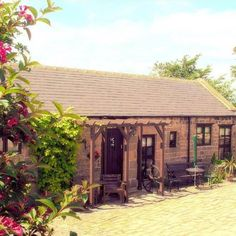 Holestone Moor Luxury Barns - Sleeps 4 & 12 (15+1+ cots) - Ashover Derbyshire - self catering in Peak District. The Hen House - fabulous hen party accommodation and amazing wedding venues. http://www.henpartyvenues.co.uk/cottage/der4338/Ashover/Holestone-Moor-Luxury-Barns/