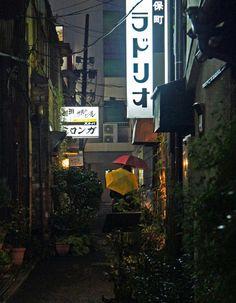 夜散歩のススメ「ラドリオ、ミロンガのある路地」 東京都千代田区