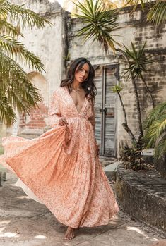 Posie Gown - Peach – COVEN & Co. Casual Fall Outfits, Chic Outfits, Fashion Outfits, Holiday Outfits, Boho Look, Bohemian Style, Gypsy Style, Boho Chic, Boho Fashion