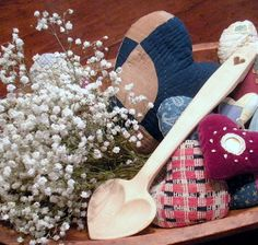 Baby breath, hearts in wooden bowl