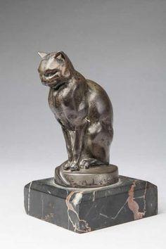 """Max Le Verrier (1891-1973)."""" Chat assis """".Bronze argenté sur socle"""