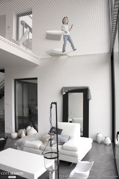 Architecture House Loft The net above the living room in this modern home creates a play space for kids, and a relaxing spot for grownups. Home Interior Design, Interior Architecture, Amazing Architecture, Diy Home Decor, Room Decor, Loft Design, Deco Design, Design Design, Design Ideas