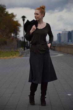 Midi-Rock kombinieren, schwarze Bikerjacke #nyc #mode #fashion #fashionblog #modeblog #advanceyourstyle #style #lookbook #berlin Outfit posted on http://www.advance-your-style.de