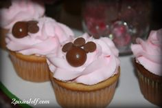 Paw print cupcakes - whopper and chocolate chips
