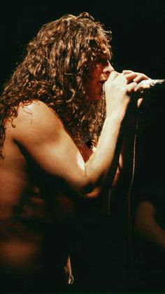 Chris Cornell of Soundgarden.he must have only owned one or two shirts in the Chris Cornell, Feeling Minnesota, Musical Hair, Temple Of The Dog, Smiling Man, Alice In Chains, Pearl Jam, Most Beautiful Man, Beautiful Voice