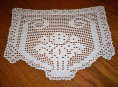 Lovely Vintage Hand Crocheted Lace Sofa Arm Chair Vanity Doily 12x15 Pale Ivory