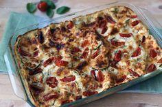 Ricotta on italialaista herasta valmistettua tuorejuustoa. Ricottaa valmistetaan kaikkialla Italian juustonvalmistusalueilla sekä lehmän- että lampaanmaidosta. Juuston makuon yhtäaikaa ihanan pehmeä ja raikas sekä täyteläinen ja hieman makea. Rakenne on aavistuksenkarkea. Ricottaa voi syödä sellaisenaan leivän, hillon, marjojen tai vaikkapa raparperihillokkeen ja mansikoiden kanssa. (Tästä on tulossa postaus hieman myöhemmin). Viime viikon kylmyys ja lumisateet (!?!) …