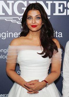 Embedded image Aishwarya Rai Photo, Actress Aishwarya Rai, Aishwarya Rai Bachchan, Asia News, Beauty Queens, Bollywood, Fashion Beauty, Product Launch, Beautiful Women