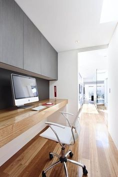 Pasillo utilizado como escritorio, ideal para utilizar espacios muertos