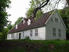 Hus på gamle De Heibergske Samlinger by arnybo, via Flickr    The house which was situated where Prestestua is today. This house has been moved to the museum, Sogn Folkemusem.