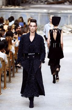 Karl Lagerfeld pays homage to the Chanel tweed jacket at Paris Fashion Week's Couture show   tbFAKE