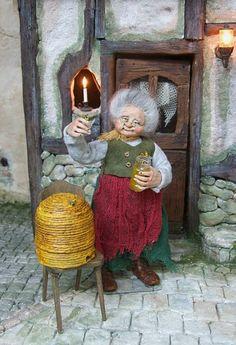 Beehive Granny / witch, original OOAK 1/12th miniature doll by Silke Janas-Schloesser