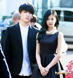 Imagine if jungkook and tzuyu go to wedding reception of their friend by using black dresscode couple Look! They're really belong together, right? __ Anyway, happy 100 post everyone! Jungkook School, Bts Twice, Bts Girl, Kpop Couples, Girl Couple, Tzuyu Twice, Fan Edits, Foto Jungkook, Korean Couple