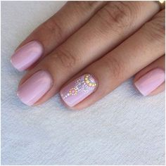 Hello girls, do you want to adorn you nails but you do not have any experience with nail art? Okay girls, before deciding to wear fake nail designs, you had better look at some easy nail designsbelow. I bet that you do not need to go to a beauty salon for them. They are really simple and practicable at home. Girls, for your first project, you can begin from the simplest nail designs. There are many ideas you can apply to adorn your nails with simple but nice nail arts.