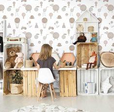 Tapet bej linii verticale rosii verzi Limonta Play 98702 creat pentru copii și adolescenți. Datorită ideilor inovatoare și tehnologiilor de fabricare moderne, acum familiile își pot decora casele într-un stil special, ținând cont de individualitatea fiecărui copil. Prima colecție a gamei Playful, PLAY, a fost dezvoltată în colaborare cu Limonta Italian Wall Couture, un renumit studio italian pe... Flamingo, Play, Modern, Flamingo Bird, Trendy Tree, Flamingos