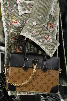 Women s Handbags   Bags   Louis Vuitton Spring 2018 Ready-to-wear Fashion  Details - Fashion Inspire 58901b6dba99d