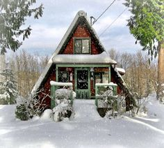 Would so love to be in this cabin in the winter - it just looks perfect for curling up next to the fire with a cup a cocoa and a good book!!