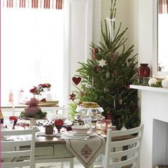 Create the perfect Christmas dining look