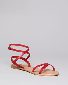 Perfect red sandals - beach time!