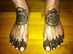 A's LES bridal mehndi by kenzilicious, via Flickr    This bride went to get her marriage license at New York City's City Hall and saw Alec Baldwin...but they left just before he punched the Daily News photographer.