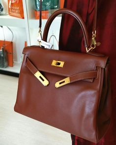 Hermes Kelly28 Brown Swift Leather With Gold Hardware ✌Rm36900 Condition  Good With Dust Bag 609d211fc6eb3