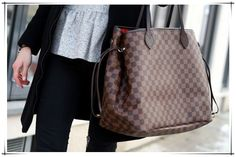 Neverfull in Damier Ebene Hi Fashion, Fashion Days, Style Fashion, Just Style, Cool Style, Louis Vuitton Handbags, Lv Handbags, Designer Handbags, Fashion Forever