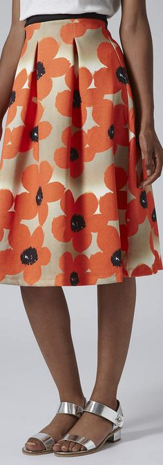 floral midi skirt i like how the pleats are sewn, i think i might try this.