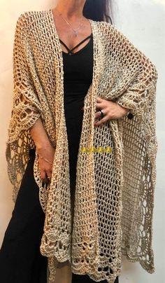 Crochet Ruana Pattern: Rockin-It Ruana Crochet pattern by KnotYourselfOut Crochet Capelet Pattern, Boho Crochet Patterns, Crochet Cardigan Pattern, Crochet Blouse, Crochet Scarves, Crochet Shawl, Crochet Clothes, Pull Crochet, City Chic