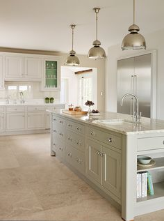 Kitchen designed by Toni Silver of martinmoore.com | Homes & Gardens | Photograph Darren Chung | http://www.hglivingbeautifully.com/2016/04/27/dream-rooms-a-carefully-composed-kitchen-in-worcestershire/