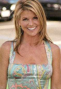 Lori Loughlin - Page 2 Lori Loughlin, Woman Smile, Celebs, Celebrities, Great Hair, Most Beautiful Women, Pretty Hairstyles, American Actress, Supermodels